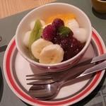 ゆとりの空間 - フルーツと白玉のみつ豆風