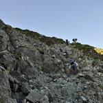 岳沢小屋 - 岩場を登っていきます