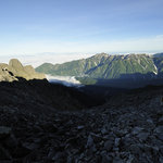 岳沢小屋 - ジャンダルムと笠ヶ岳と今来た道