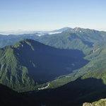 岳沢小屋 - 山頂から見下ろす上高地