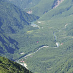 岳沢小屋 - 前穂山頂から見下ろす「上高地」