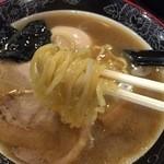 麺屋 もず - 中華そば(680円)麺リフト