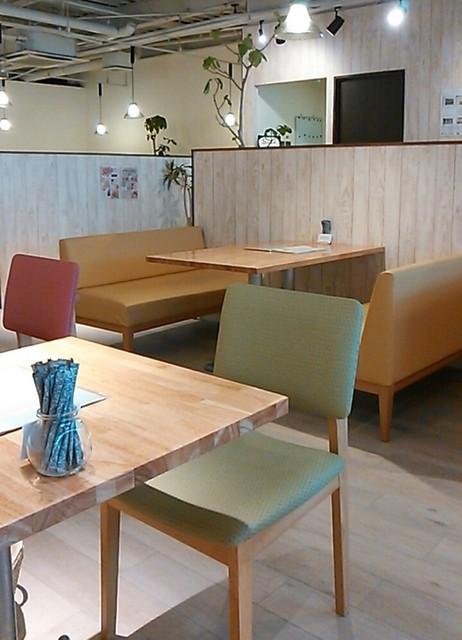 cafe&dining fleur 京都店 - 店内明るくって、ひろぉ〜い
