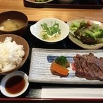 45884052 - 再訪:牛ロースステーキ定食(950円)