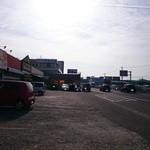 45884063 - 駐車場・・・ 敷地内には飲食店が数件集まってます。