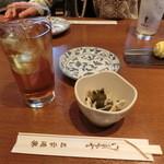 三平酒寮 - ウーロンハイ350円、お通し250円