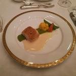 帝国ホテル 大阪 - スズキ、オマール海老のムースとタイム風味のチーズをまとわせて ワインクリームソース