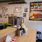 麺屋こころ - カウンター10席ほどの小さなお店