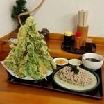 老稚園 - 巨大な野菜天ぷらのピラミッド! これで「天ぷらそば (750円)」♪
