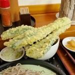老稚園 - 「チンゲン菜」の天ぷら。 いやいや、天ぷらがツユに付けられませんよ~(笑)