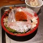 道の駅 日立おさかなセンター - 「新名物うまかっぺ 味勝手丼」、好きなネタをたくさん乗せました