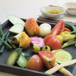 トスカネリア - 3種類のソースで楽しむ産地直送の有機野菜盛り合わせ