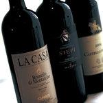 トスカネリア - トスカーナ産のワインを中心に100種類以上を用意 いろいろグラスワインでも楽しめます