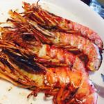 リオグランデグリル - ワタシは海老が大好き。牛肉以外にも、ソーセージやパイナップル、鶏肉、砂肝もあり、楽しめます。