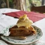 風の家 - ケーキセットのアップルパイ(アイスクリーム添え) コーヒーまたは紅茶付で1,200円