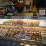 井藤かまぼこ店 - 要冷蔵の商品が多いですね。