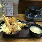 海鮮どんさん亭 - 料理写真:海鮮天丼(あら汁、漬物付き)