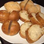 チーズ×チーズ Bistro HAYASHI - はじめに来たパン