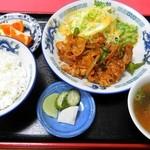 45908144 - ヤキ肉定食 850円(8%込)
