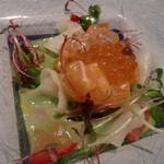 ペッシェ・ロッソ - サーモンといくら、バルサミコ酢の前菜(デジカメ撮影)