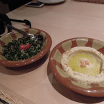 ミシュミシュ - レバノンのパセリと玉ねぎサラダ、ひよこ豆と胡麻のペースト