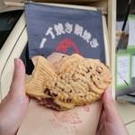 赤鯛本舗 - 料理写真:「天然物」の鯛焼き屋さん! ワゴン車で販売している「赤鯛本舗」さんです
