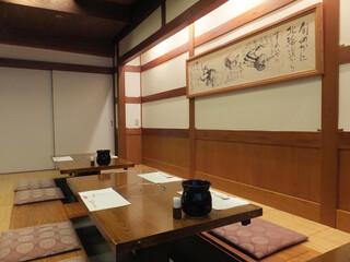 西村屋 和味旬彩 - 西村屋さんで母とランチ=3=3=3 1Fにはテーブル席とお座敷。2Fには個室とお座敷の広間があるみたいで、2Fのお座敷に案内されたよ☆彡 4Fまであって、エレベーターで。