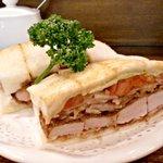 ニューアストリア - カツサンド 野菜入り ¥650