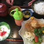喰処 さか本 - 山かけB定食(かきフライ・まぐろ山かけ)¥1080♪