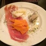 カフェ ジ エンド - 生ハムとチーズ