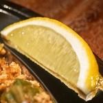 ウィズ ビア ラブ ア ポコ - 登り鯛カレー(オクラとチキンのレモンキーマ) FIRE:レモンはライスにかける