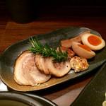 麺家 半蔵 - 伊勢海老つけ麺 全部のせの具