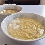 マイラーメンキッチン - マイラーメンセット、これは塩だれ、豚骨スープ+鶏白湯スープ、鶏油+ねぎ油、玉子麺。具はどシンプルに葱だけ自宅で追加。けっこう旨いね