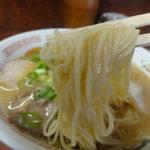 陽気 - 麺は丸いやや細めのストレート