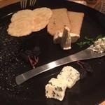 博多 肉道楽 - チーズ盛り合わせ