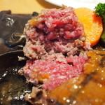 炭焼きレストランさわやか - 赤みの残るミディアムレアで供される