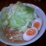 井之上屋 - 醤油らぁめん+キャベツ増し+煮卵