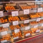 肉の吉野屋 - 料理写真:揚げ物がたくさん並べられています。