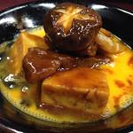 Kinnabe - すき焼きのように、生卵にからめていただきます。