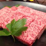 Kinnabe - 牛鍋に使うお肉は、佐賀牛のサーロインなり。見事なサシ。