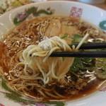 博多金龍 - 麺は細麺
