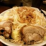 45936805 - 大の麺マシ700グラム ニンニクマシマシ、アブラ、カラメ、唐辛子別皿。