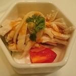 中国料理 桃翠 - 蒸し鶏とトマトの胡麻ソースがけ。