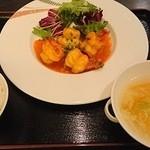 中国料理 桃翠 - 海老チリソース煮(2,260円)