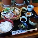 45938478 - イワシ弁当1050円。茶碗蒸じゃなく、もずく酢ついてきました。これ最高です。ごちそうさま(^^)d