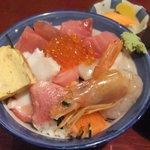 しば - 昼営業:海鮮丼(2015年12月)