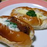 南雲ベーカリー - 納豆コロッケパンとサラダパン