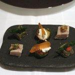 ポンテ デル ピアット - はじまりの一口料理:モッツァレラのカプレーゼ、芽キャベツのソテー他