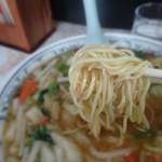 中華亭 - 細いストレート麺