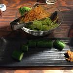 炭火焼ホルモン Fuu - サラダときゅうり